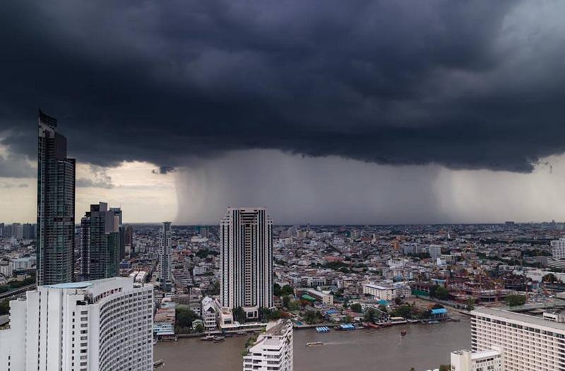 Тропический дождь в Бангкоке