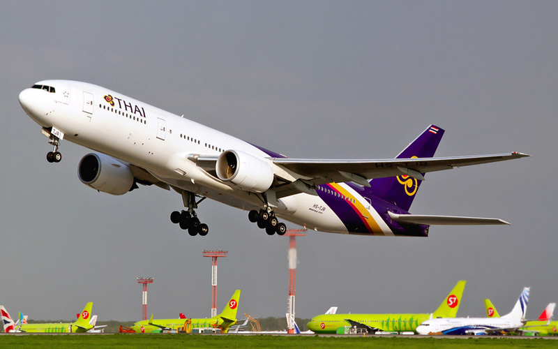 Самолет компанииThai Airways International Boeing 777