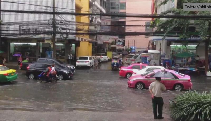 Тропический дождь в столице Таиланда