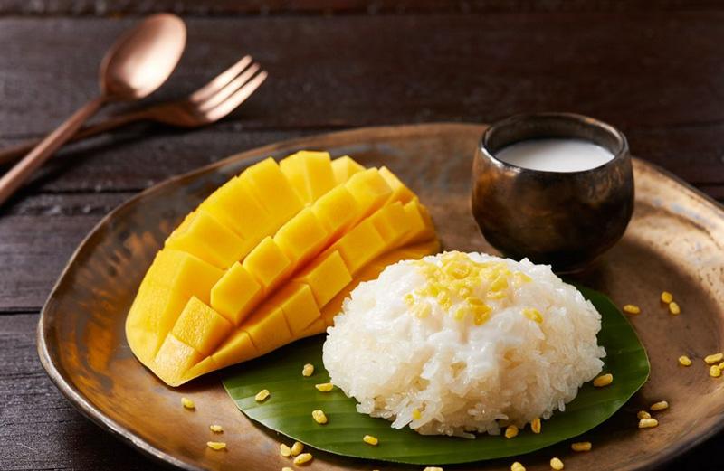Манго с рисом и кокосовым молоком