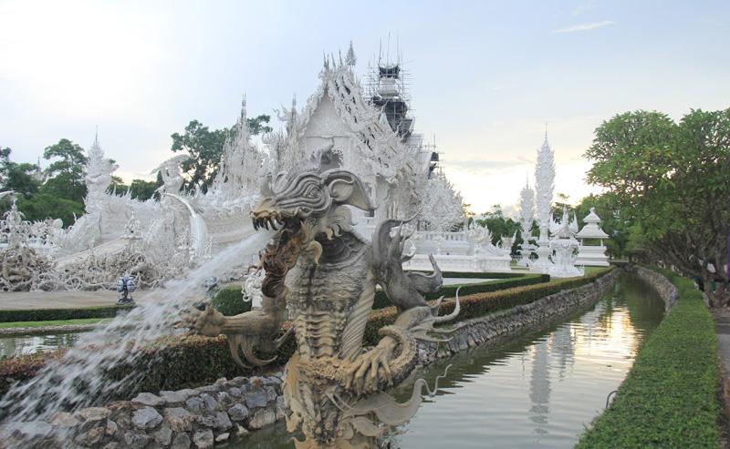 Скульптуры в Белом Храме