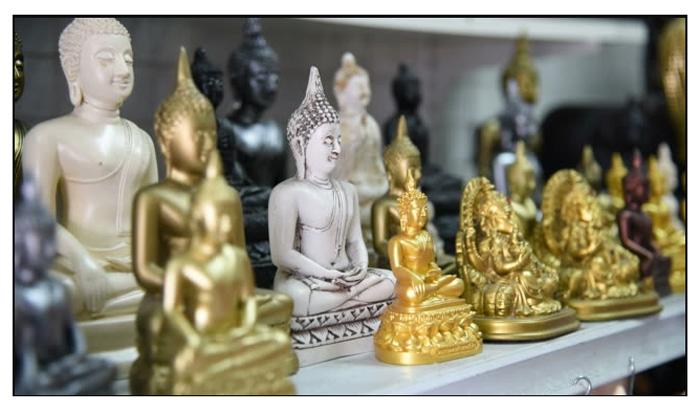 Статуэтки Будды в сувенирной лавке