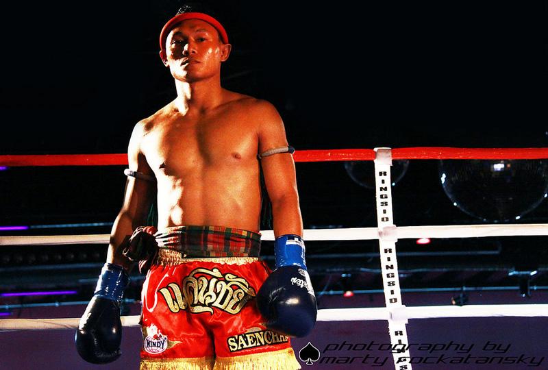 Чемпион по тайскому боксу Саенчай Сор Кингстар