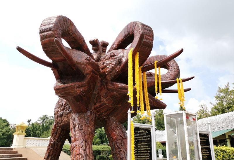Памятники Хуахин