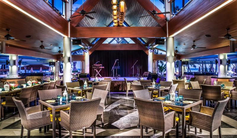 Вечерние представления в отеле le meridien phuket beach resort