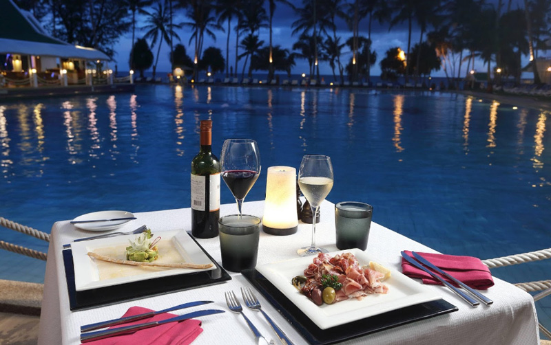 Бассейн в отеле le meridien phuket beach resort