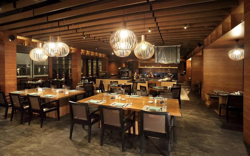 Рестораны в le meridien phuket beach resort