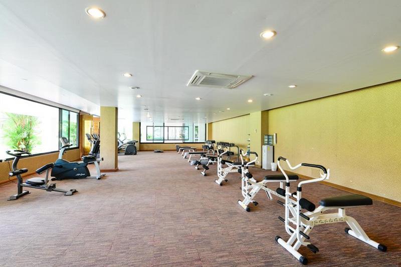 Фитнес в отеле Бассейн в отеле Найтон Бич Пхукет 4
