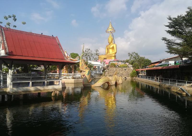 Храм Ват Нонг Яй