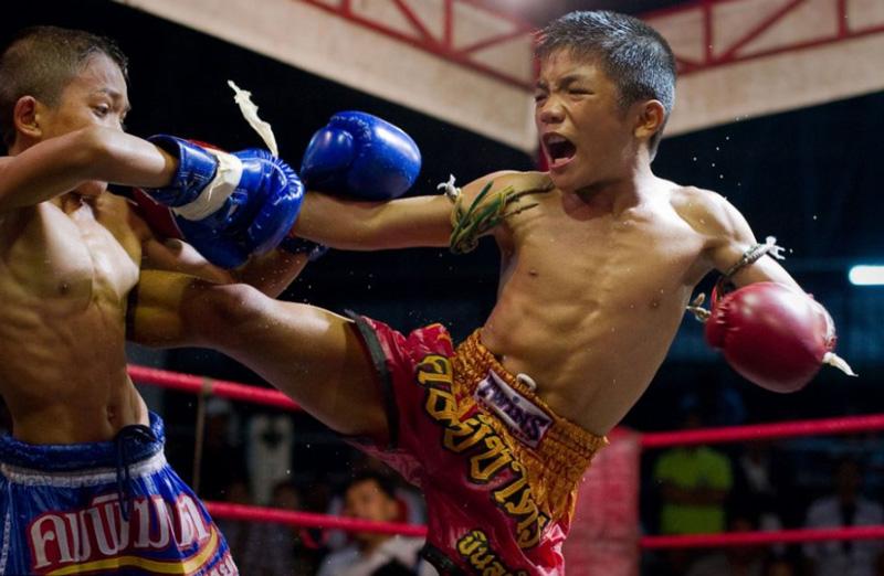Участники соревнований по тайскому боксу