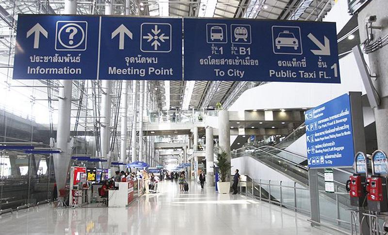 Первый этаж аэропорта Суварнабхуми общественный транспорт