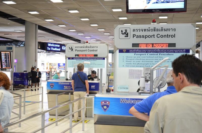 Стойки паспортного контроля аэропорта Бангкок