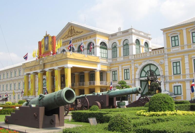 Архитектурный комплекс Королевский дворец