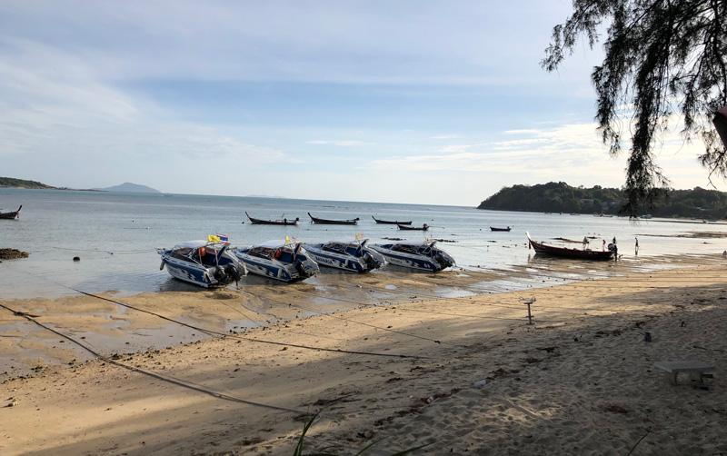 Пляж Равай в отлив