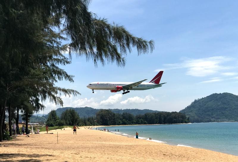 Пляж с самолетами Май Кхао